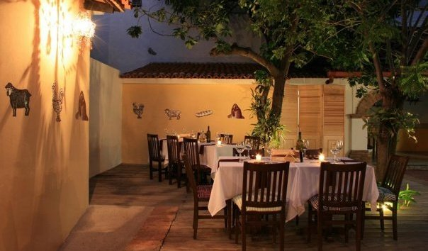 patio dining at Caio tres