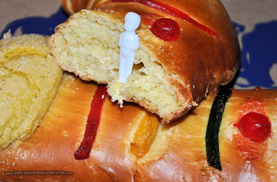 rosca-de-reyes-y-muñequito----www.bancodeimagenesgratuitas.com---
