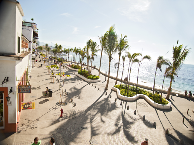 malecon-vallarta-travel-blog