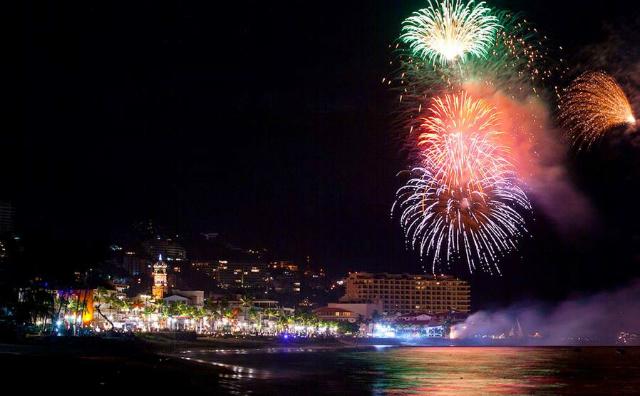 Festival-Internacional-Pirotecnia-Fuegos-Artificiales-Fireworks-Puerto-Vallarta