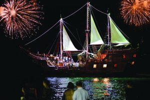 fireworks-display-pirate-ship-vallarta