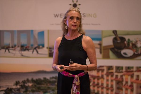 Diana Mestre presentando Wellnessing por Grand Velas