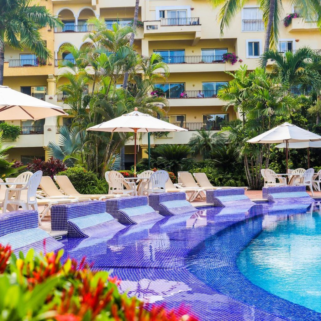 alberca-velas-vallarta-resort-familiar-todo-incluido