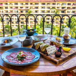 velas-vallarta-hotel-all-inclusive-room-service