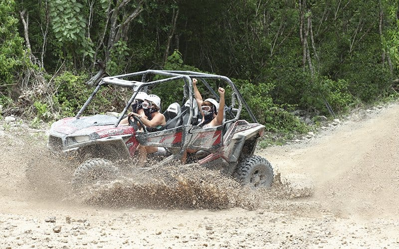 safari-todo-terreno-de-Vallarta-Adventures-en-la-Sierra-Madre-Occidental-en-un-razr-Polaris-4x4