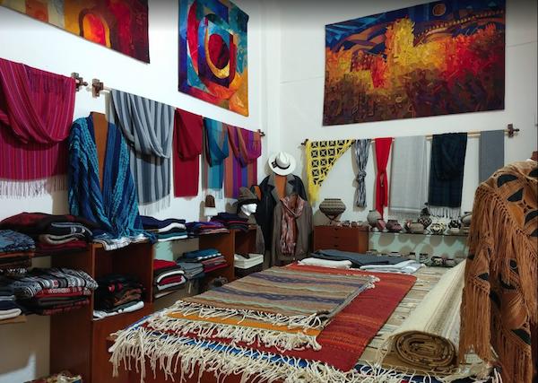 Textiles y obras de artistas mexicanos en Puerto Vallarta