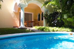 Terraza privada con piscina en Casa Velas