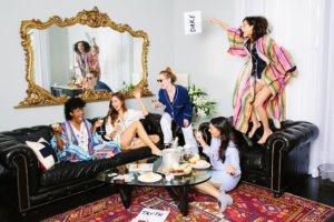 Pijamada con amigos